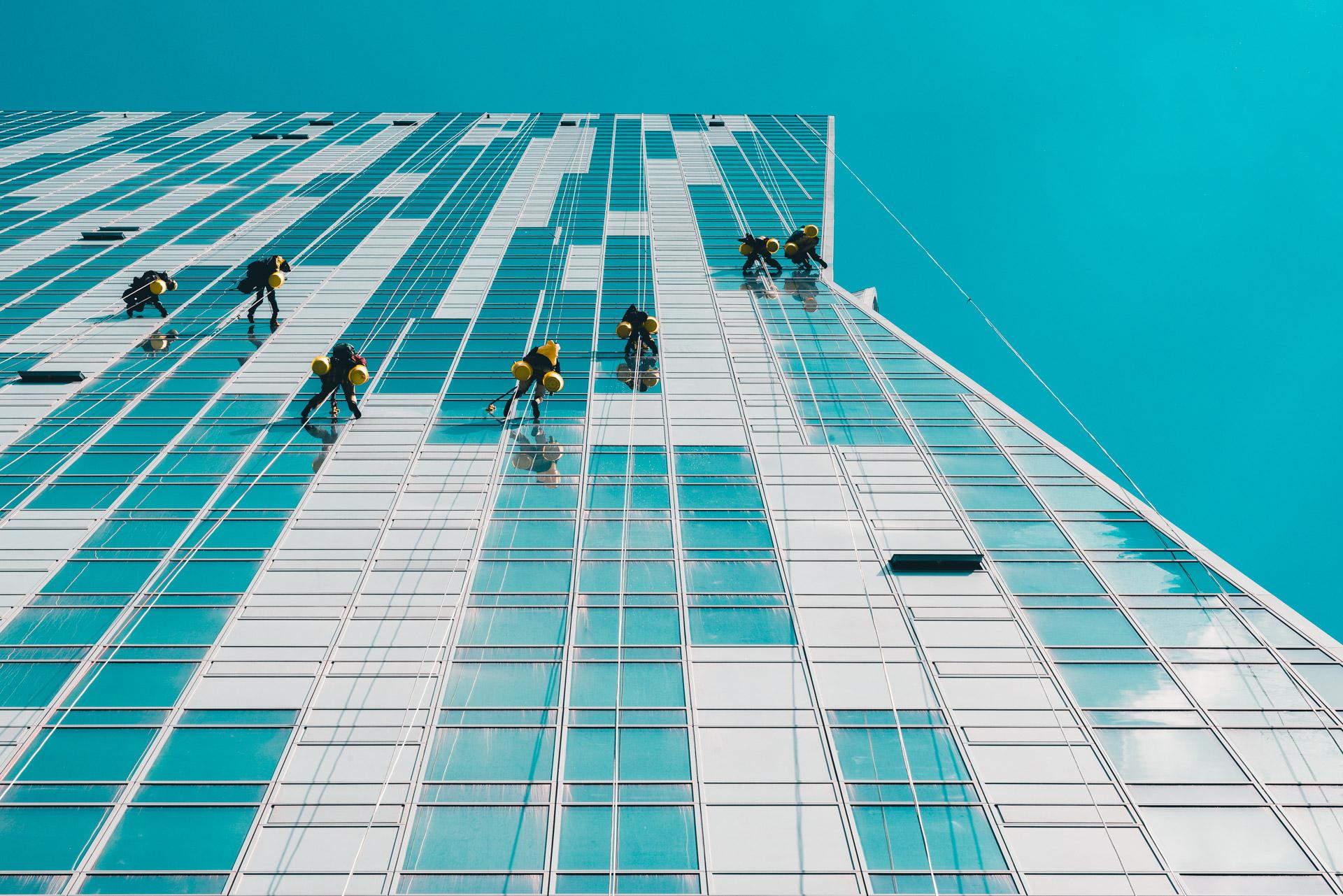 Zdjęcie wysokiego budynku w Warszawie