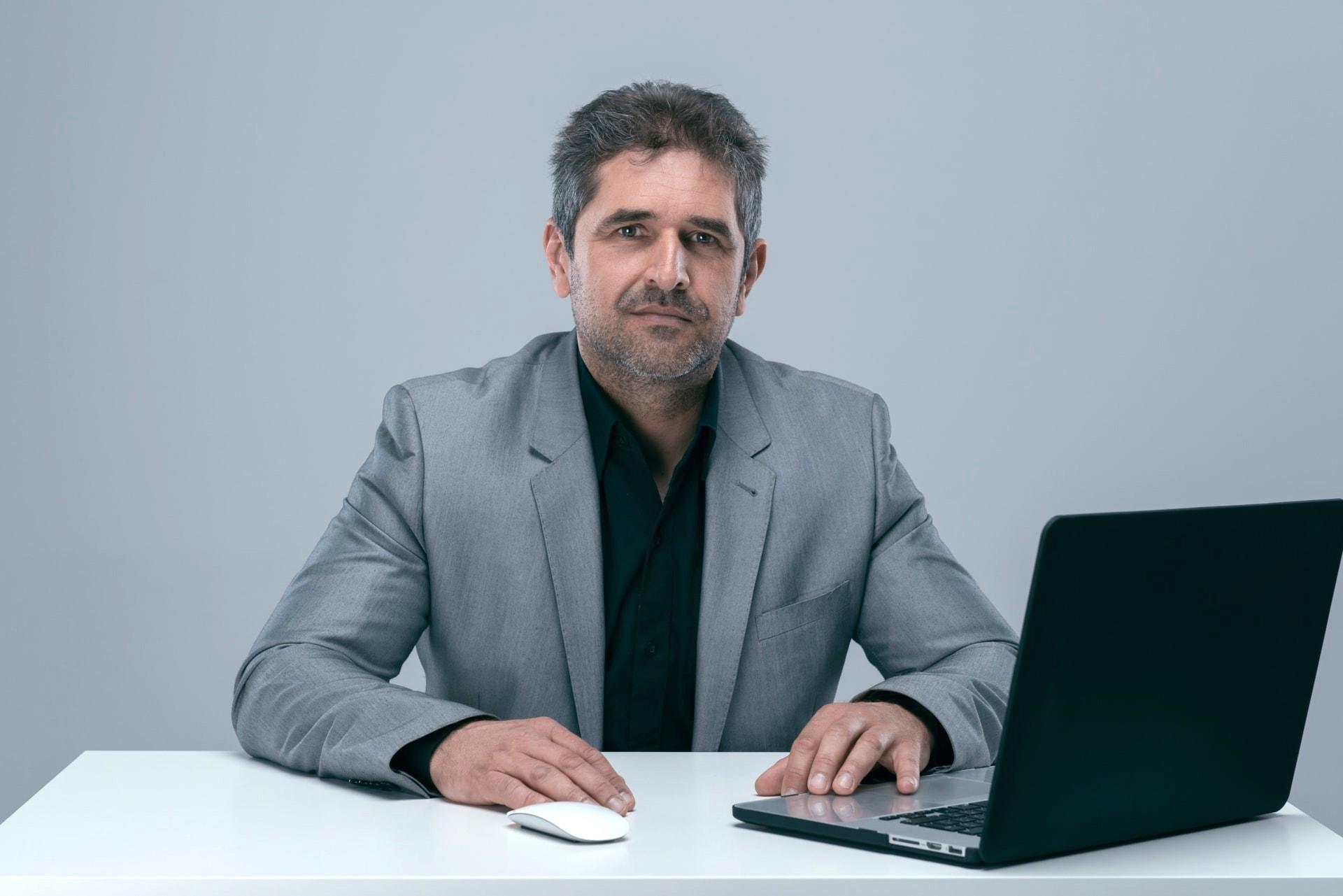 zdjęcia biznesowe sesje wizerunkowe linkedin social media facebook korporacyjne portret profesjonalisty